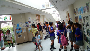 japanese-high-school-tokyo-hallway-with-students